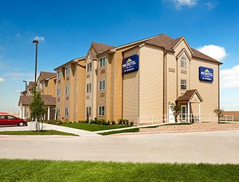 Microtel Inn & Suites by Wyndham Kenedy 1 of 7