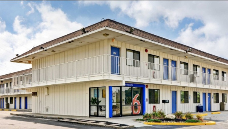 Motel 6 Crafton Exterior 2 of 8