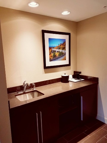 Suite With Wet Bar -Fridge -Microwave 10 of 14