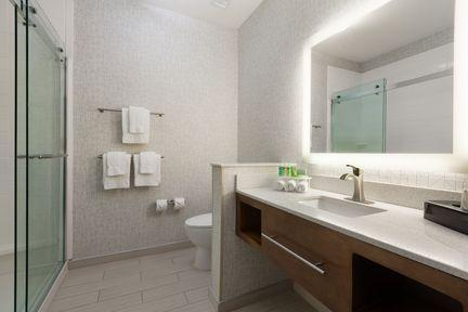 In Room Guest Bathroom 4 of 6