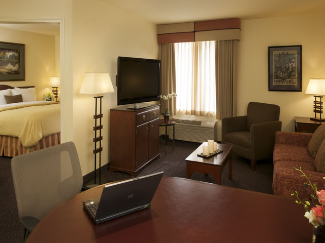 Executive Suite 4 of 6