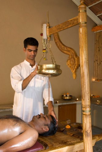 Shirodhara Ayurveda Therapy 14 of 15