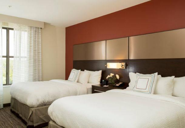 Relax In Our Spacious One Bedroom Suite With Two Queen Size Beds. Room For The Whole Family! 3 of 8
