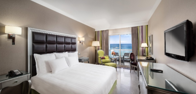 Deluxe Room King Seaview 2 of 2