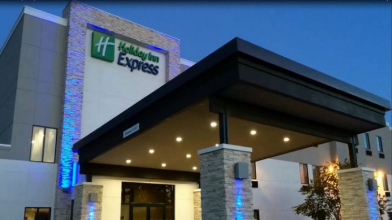 Holiday Inn Express & Suites 1 of 30