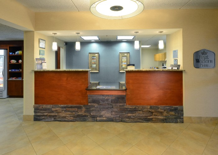Front Desk 6 of 20