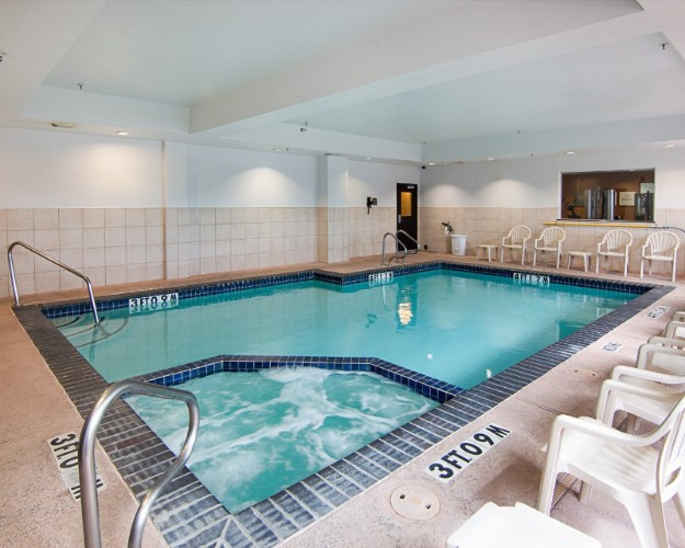 Indoor Swimming Pool W/ Hot Tub 9 of 13