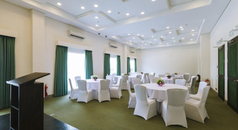 Function Room 7 of 10
