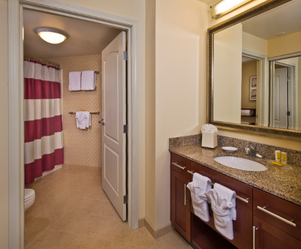 Suite Bathroom 16 of 28
