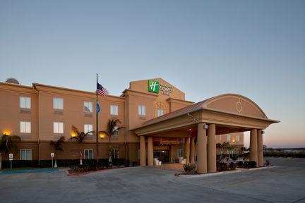 Holiday Inn Express & Suites Zapata 1 of 8