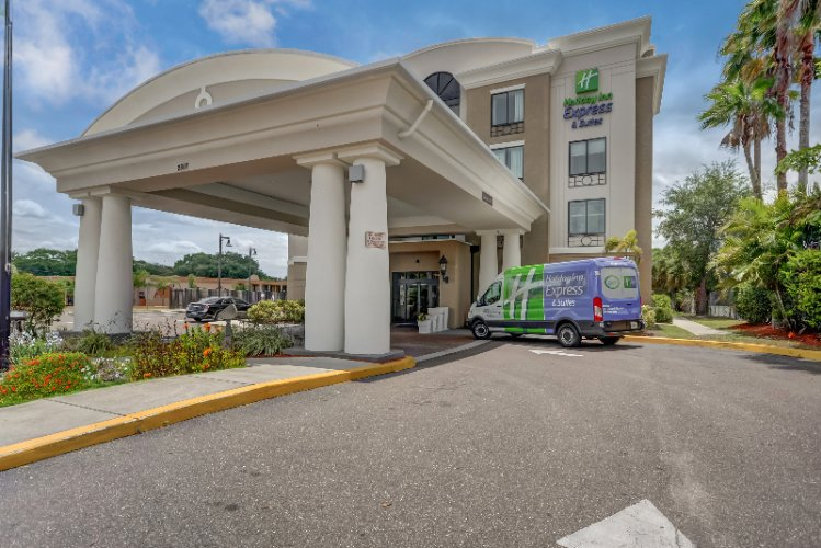 Welcome To The Holiday Inn Express Usf Busch Gardens! 3 of 31