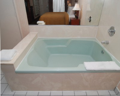 In-Room Jacuzzi In King Bed Room 5 of 7