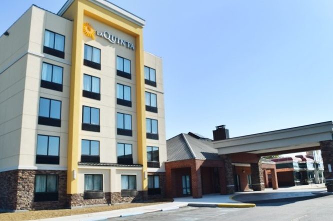 La Quinta Inn & Suites Philadelphia Airport 1 of 9