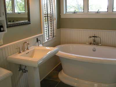 Gallery Suite Bath 8 of 11