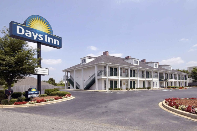 Days Inn Simpsonville 1 of 7