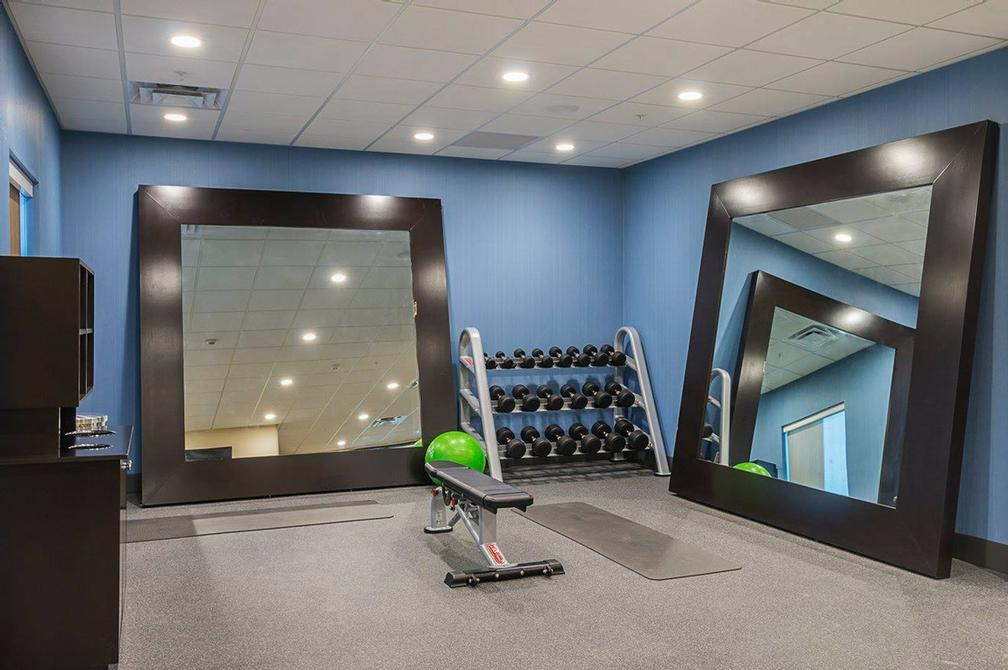 Spacious Fitness Facility 9 of 13