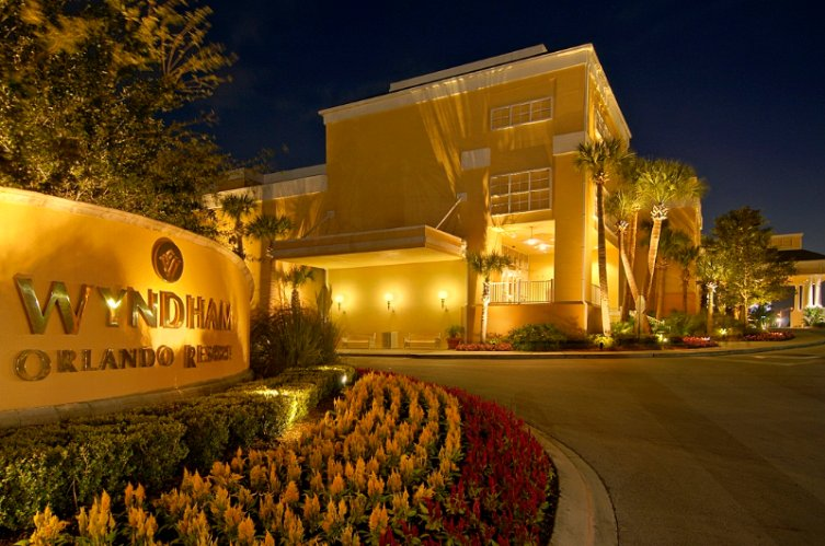 Wyndham Orlando Resort Exterior At Night 21 of 21