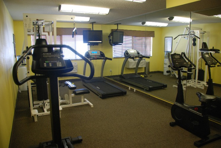 Fitness Center 10 of 14