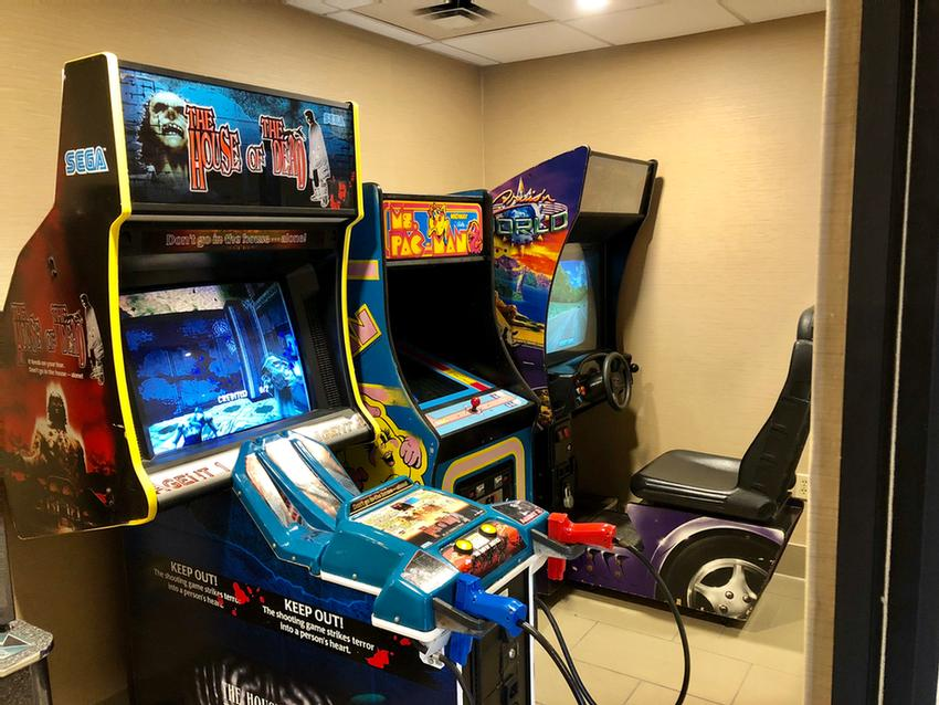 Game Room 21 of 25