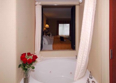 Spacious Suite With Whirlpool Bathtub 17 of 19