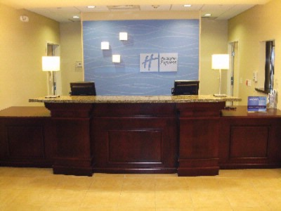 Front Desk 21 of 21