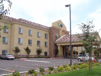 Welcome To The Holiday Inn Express & Suites Clovis! 4 of 21