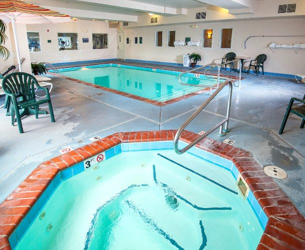 Indoor Pool / Hot Tub 7 of 11