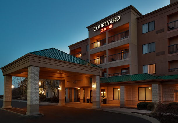 Courtyard by Marriott Chicago St. Charles 1 of 8
