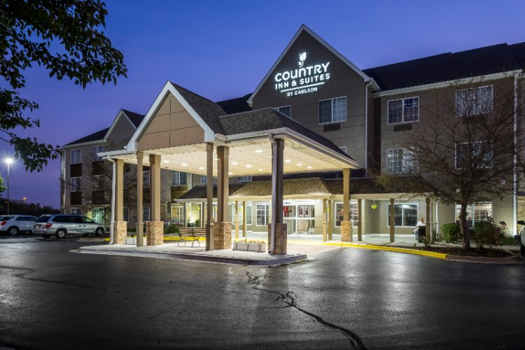 Country Inn & Suites 1 of 4