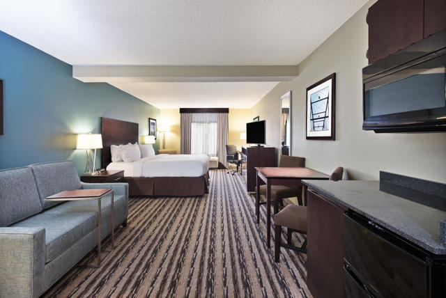 Traveling For Work And Staying A Few Nights? Our Executive King Rooms Provide The Flexibility Of A Kitchenette Living Room Area And A Luxurious King Bed! 7 of 17
