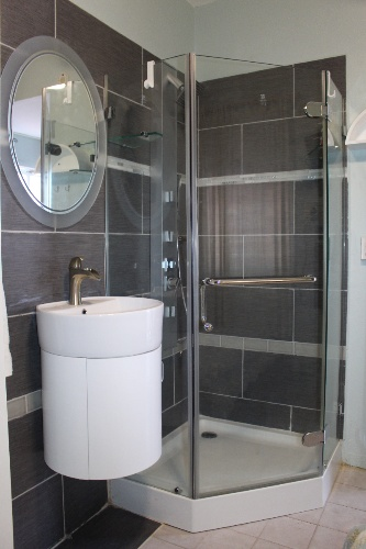 Modern Glass Shower In Our Economy Unit 21 of 31