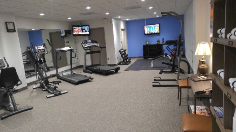 Fitness Center 18 of 19
