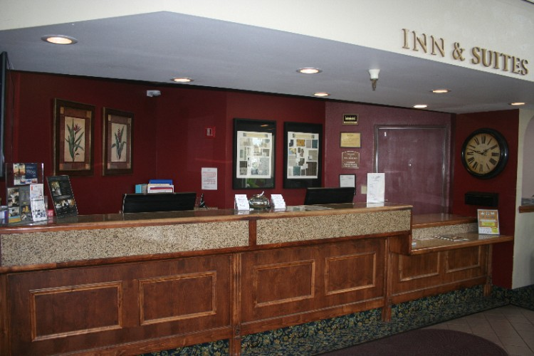 Front Desk 6 of 13
