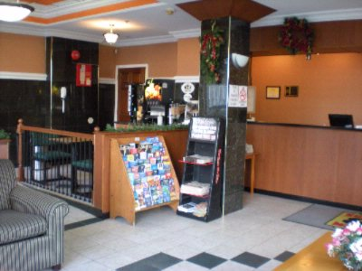 Front Desk/lobby 3 of 8