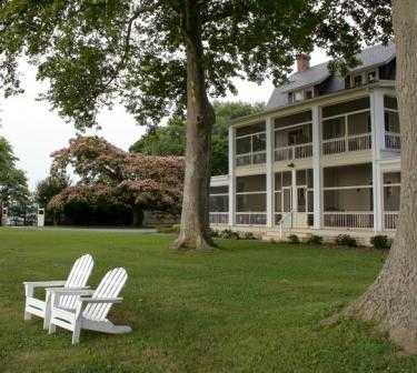 Front Porches Of Sandaway -Waterfront Lodging 3 of 11