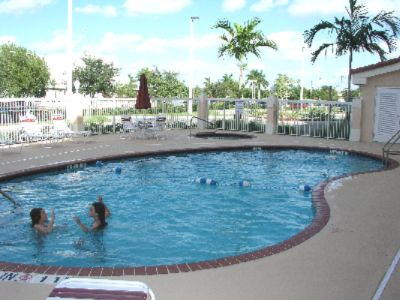 Outdoor Pool & Jacuzzi 5 of 8