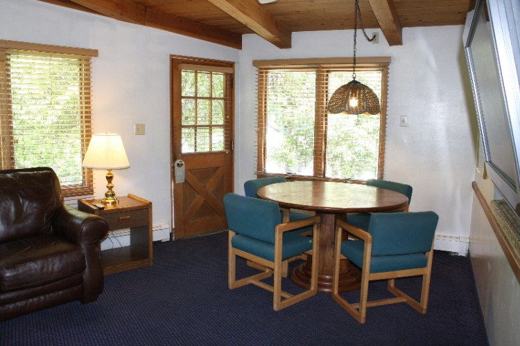 Living Room / Dining Table 19 of 23