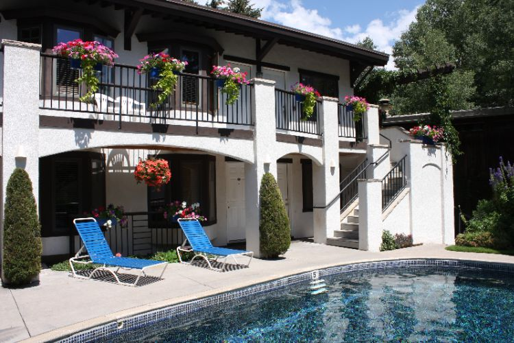 Pool By Kitchenette Rooms 6 of 23
