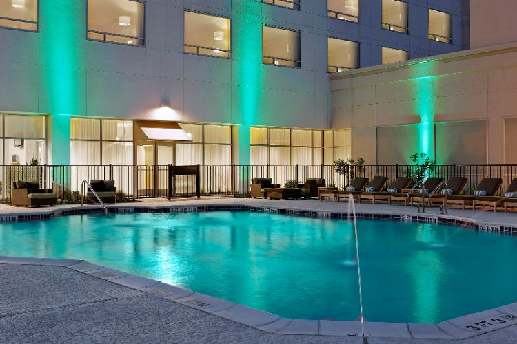 Westin Outdoor Pool 3 of 15