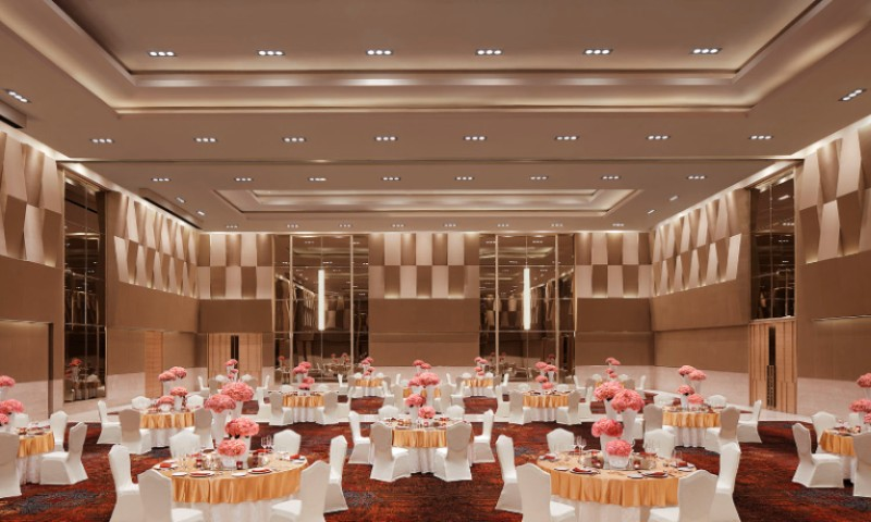 Banquet Hall In Cluster Style 6 of 9