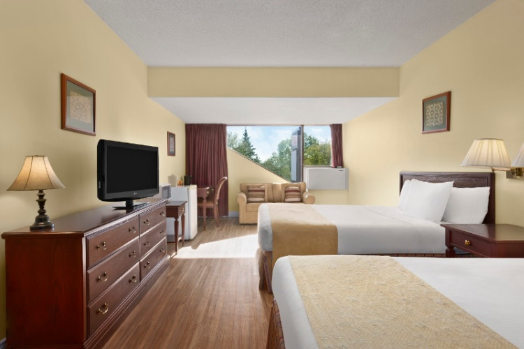 Stay In One Of Our Renovated Rooms (Limited Quantity) 17 of 18