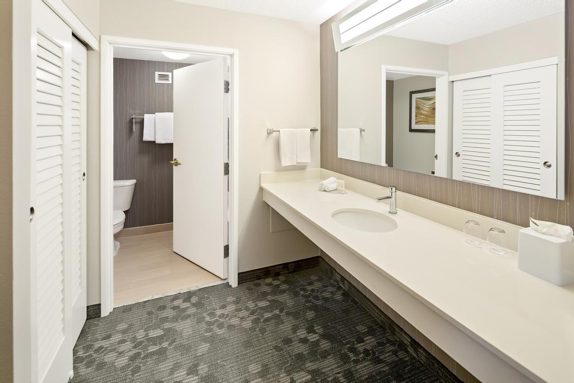 Suite Bathroom 9 of 15
