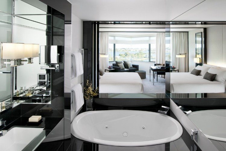 Crown Metropol Perth Luxe King Room 4 of 12