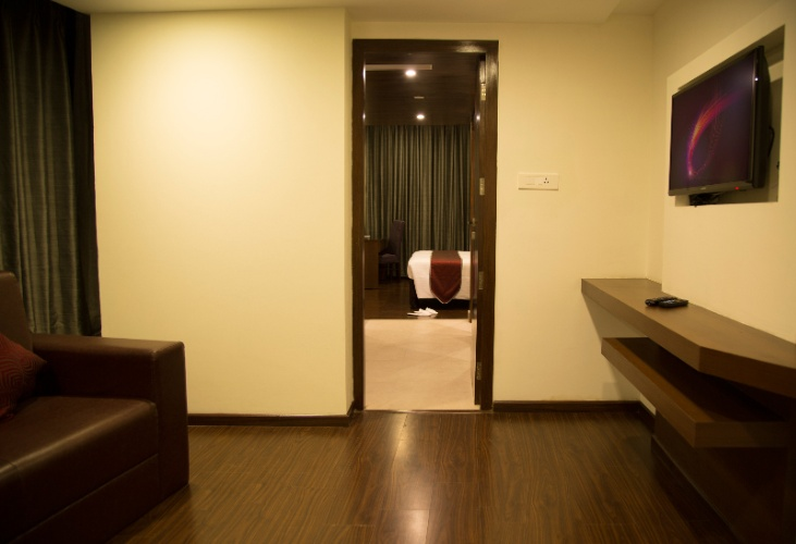 Executive Suite 5 of 15