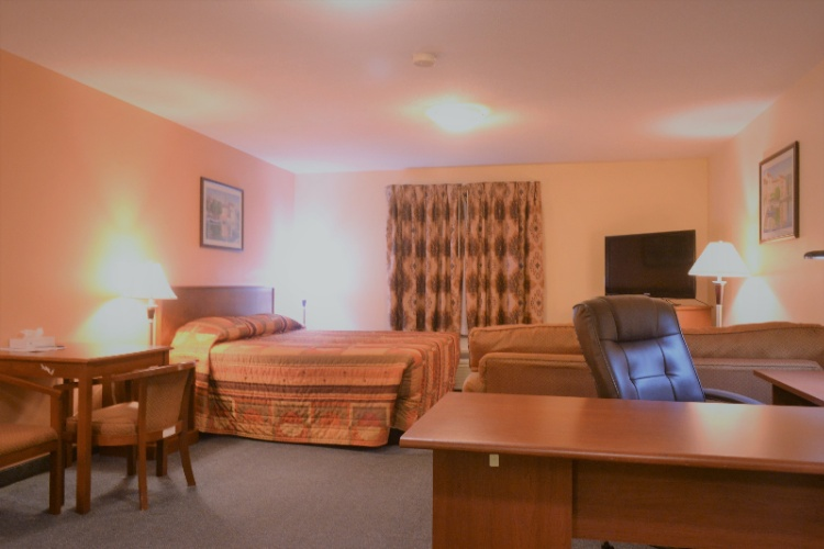 1 King Executive Room With Kitchenette 8 of 13