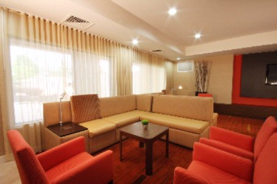 Lobby Equiped With Electrical Outlets For All Your Business Needs And Free Wifi Throughout Lobby And Rooms 12 of 18