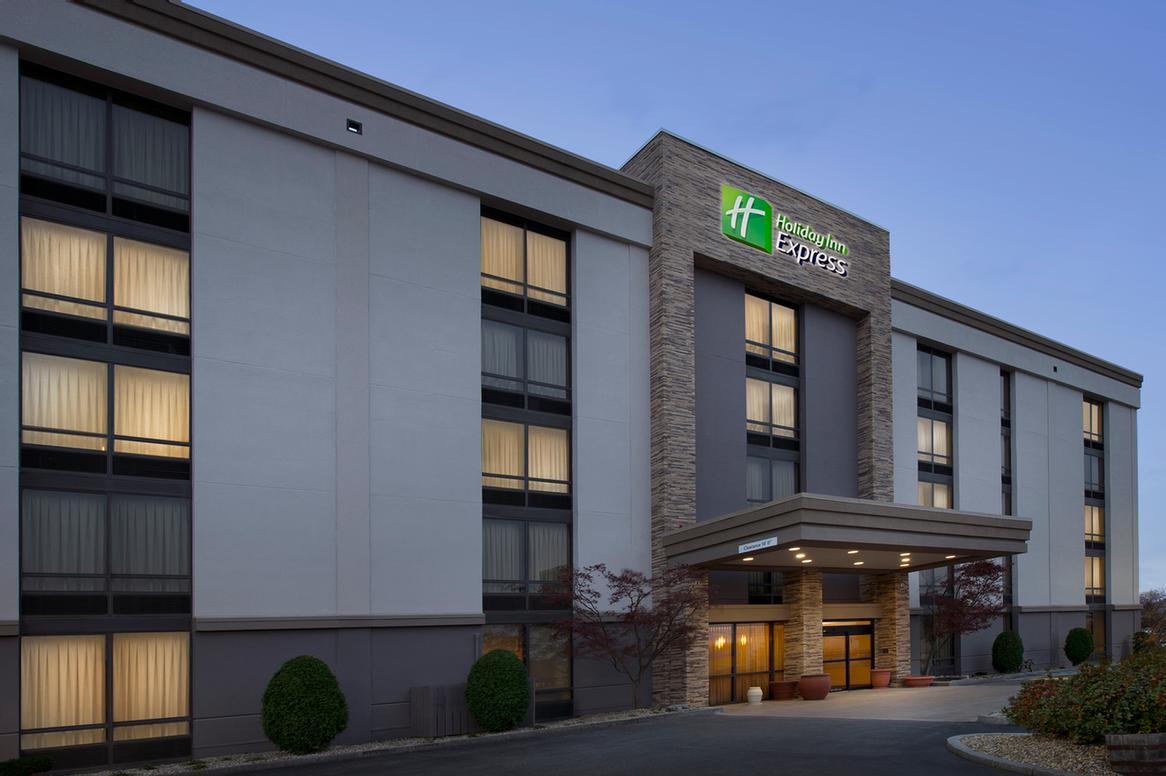 Holiday Inn Express Boston Woburn 1 of 17