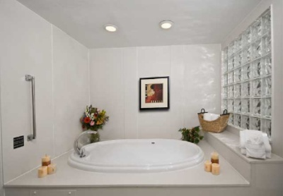 King Suite Whirlpool 7 of 9