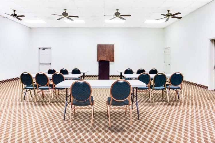 Spacious Meeting And Banquet Facilites 4 of 9