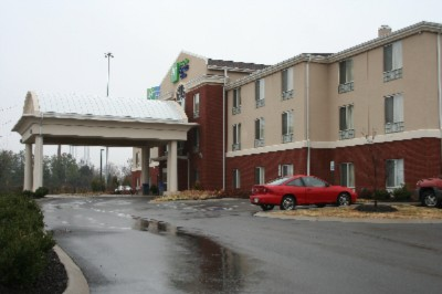 Holiday Inn Express & Suites Dickson 1 of 11
